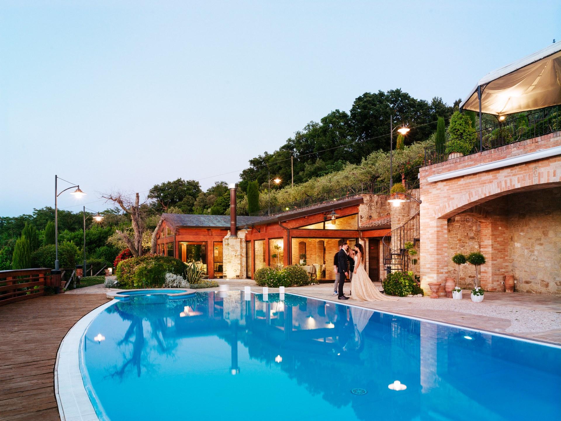 Villa per matrimoni e ricevimenti casa alexis for Addobbi piscina per matrimonio