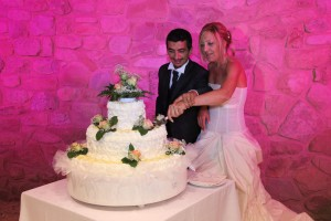 Cutting the cake in our villa for weddings