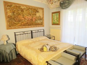 """Elisabeth"" romantic room for bride and groom"